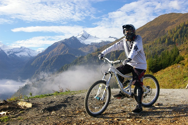 maiskogel_mountainbike_-_kitzsteinhorn_in_the_background