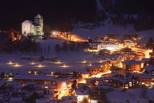 kaprun_castle_at_night
