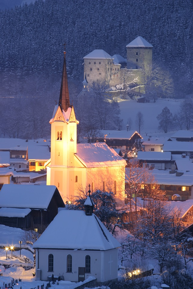 kaprun_church___castle
