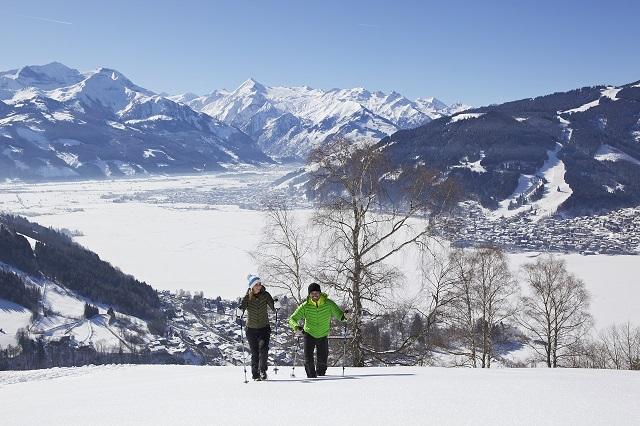 schneehschuhwandern_mit_blick_auf_die_region